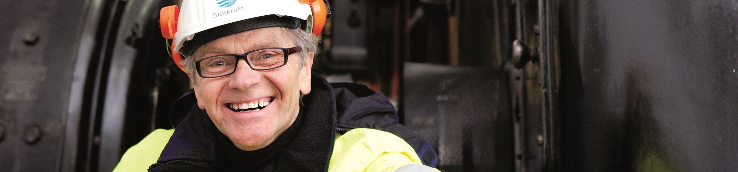 Smiling Statkraft employee with helmet