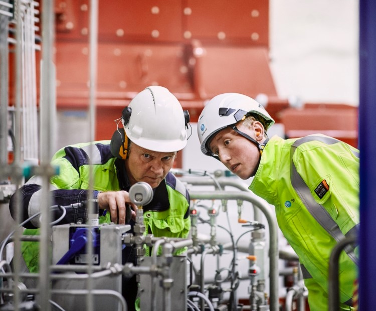 Two Statkraft employees working at Ringedalen power plant