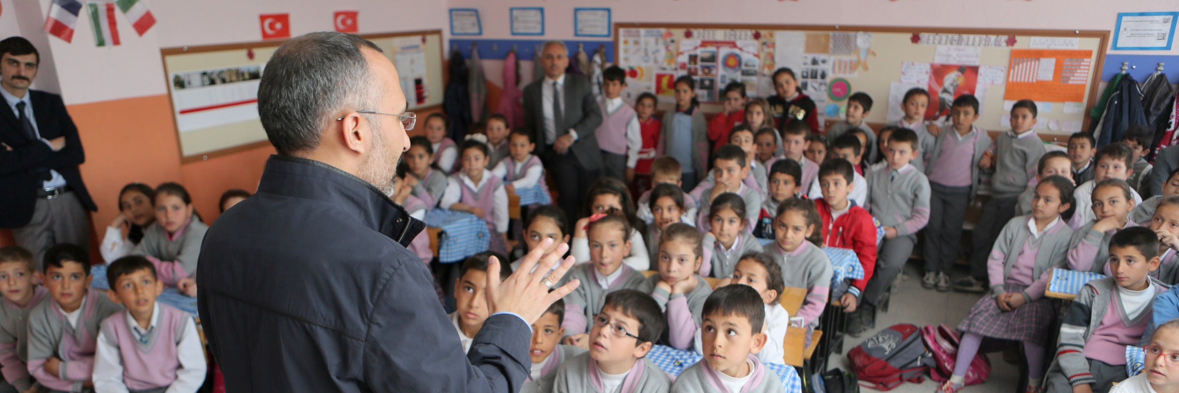 Man teaching a class of children
